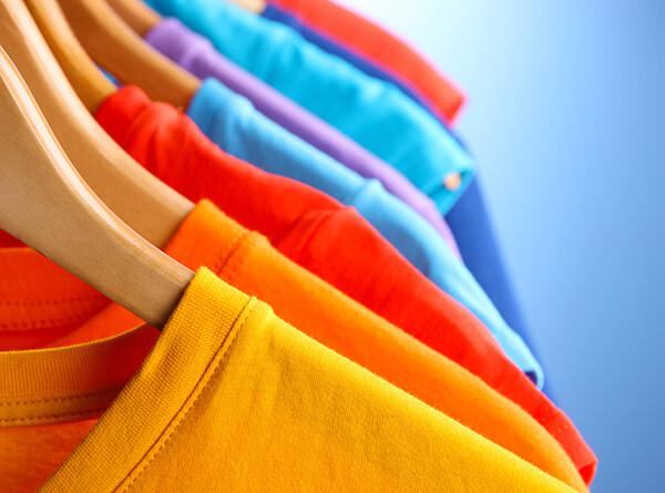 Bị nổi mề đay sau sinh nên mặc quần áo có chất liệu cotton