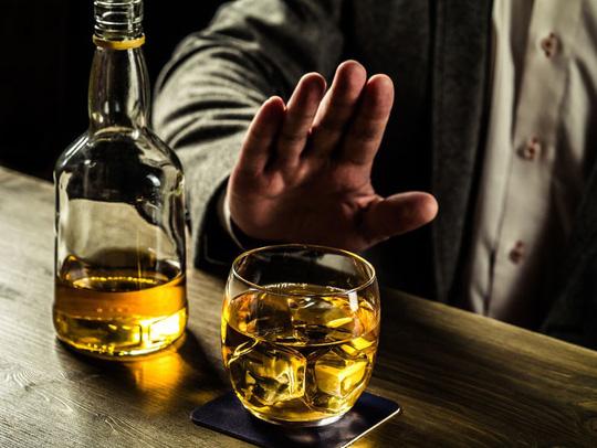 Nổi mề đay sau khi uống rượu phải làm sao