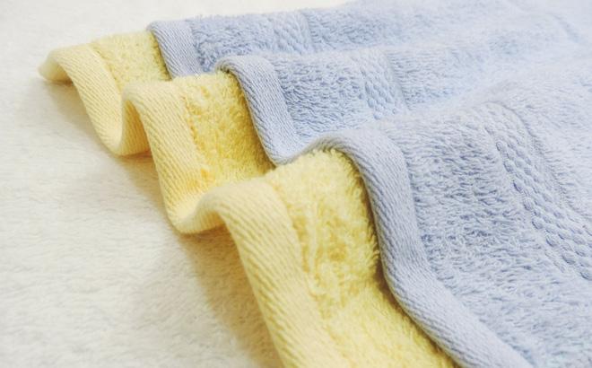 Sử dụng chung khăn tắm dễ lây nhiễm hắc lào
