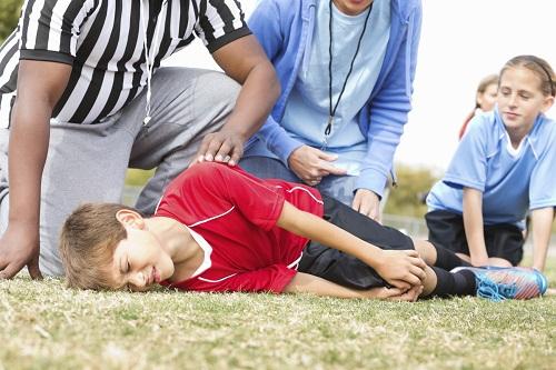 Trẻ nô đùa bị ngã là nguyên nhân gãy xương