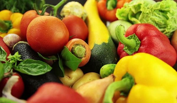 Tích cực ăn nhiều rau xanh và hoa quả tươi