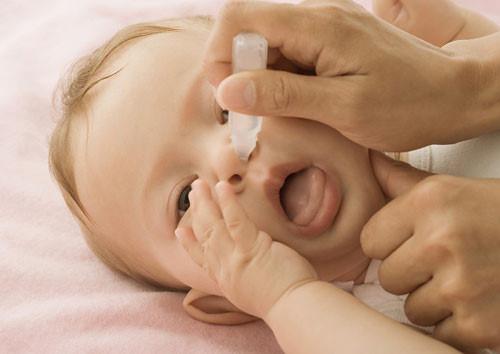 Chữa nghẹt mũi ở trẻ em cho mọi bà mẹ