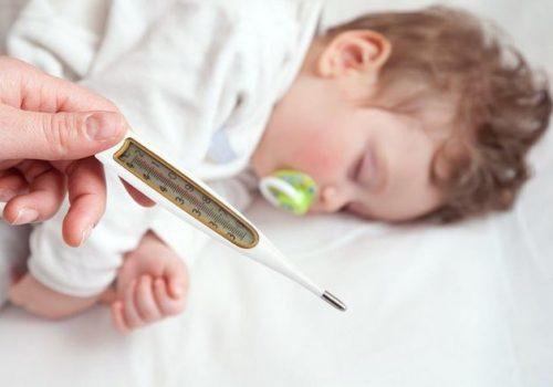 Trẻ em bao nhiêu độ là sốt